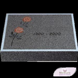 granieten steen met intarsia roos