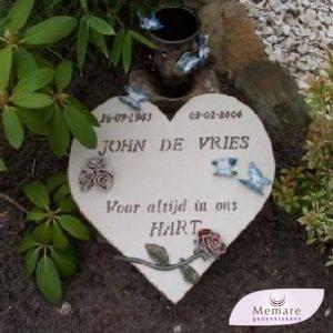 keramieken hart met rozentak en vlinders