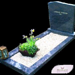 klassieke grafsteen met schuin dakje