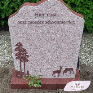 grafsteen met verheven tekst